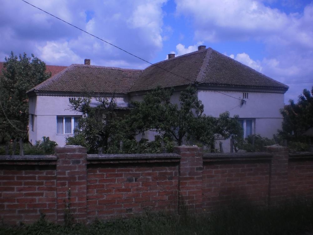Круг Вем: кућа прекопута. Запуштена (Фотодокументација Заветина, јун 2014)